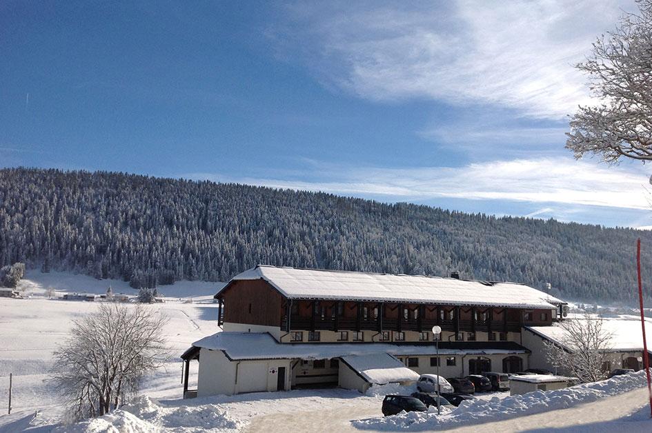 L'hôtel Club le Risoux en hiver